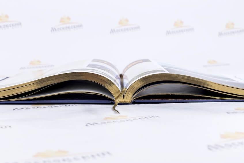 Книги: разворот, корешок, закладка